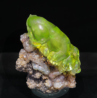 Opal (variety hyalite). Day light