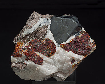 Franklinite with Zincite and Calcite. Side