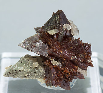 Helvine-Genthelvite with Quartz. Front
