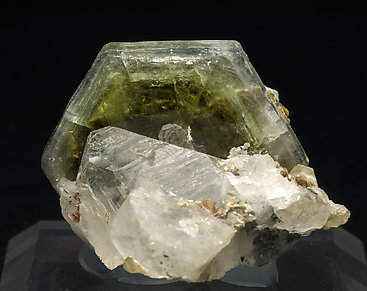 Fluorapatite with Quartz, Muscovite, Arsenopyrite and Calcite.