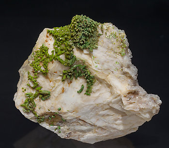 Pyromorphite with Baryte and Quartz. Front