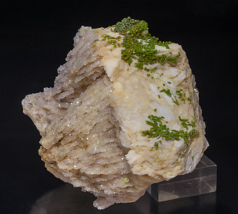 Pyromorphite with Baryte and Quartz. Rear